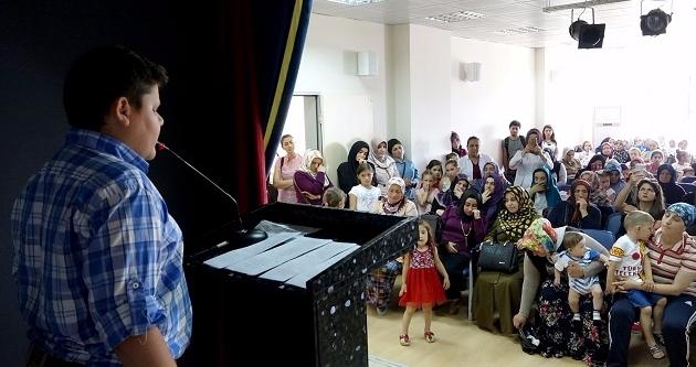 YAZ KUR#039;AN KURSU ÖĞRENCİLERİNDEN ŞEHİTLERİMİZİ ANMA ETKİNLİĞİ