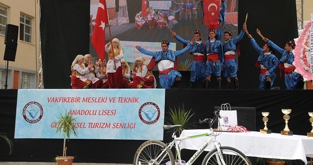 VAKFIKEBİR'DE TURİZM ŞENLİĞİ KUTLANDI