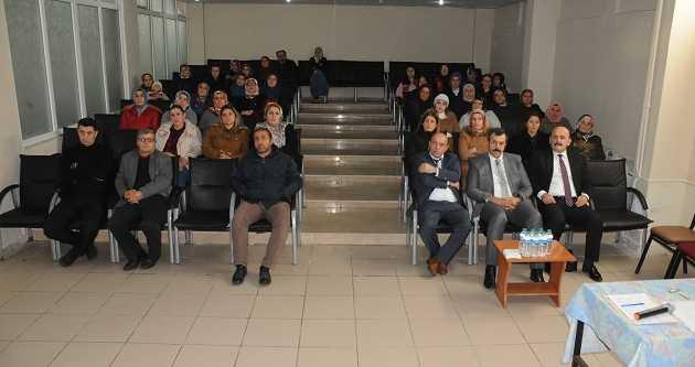 AİLELERE 'GÜVENLİ İNTERNET' KULLANIMI SEMİNERİ VERİLDİ