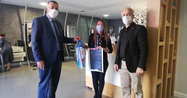 BERBER VE KUAFÖRLERE BAŞKAN BALTA'DAN HEDİYE